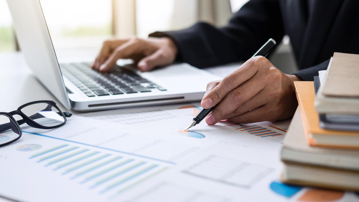 Information to Consider if You're Earning a Master's in Accounting