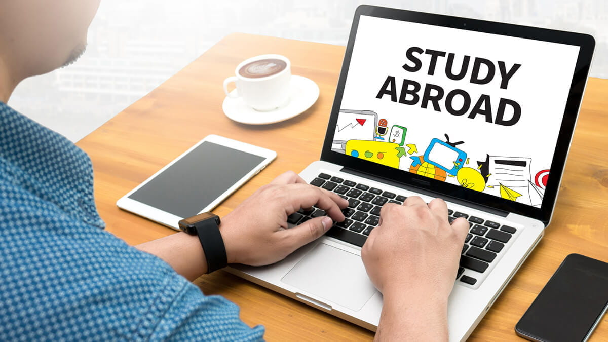 The Benefits of Studying Abroad With an Online University