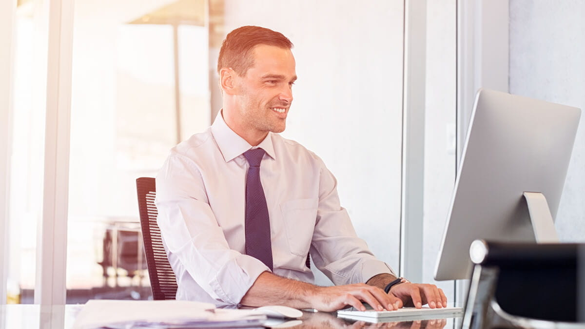 Making Business Connections While Earning Your Degree Online