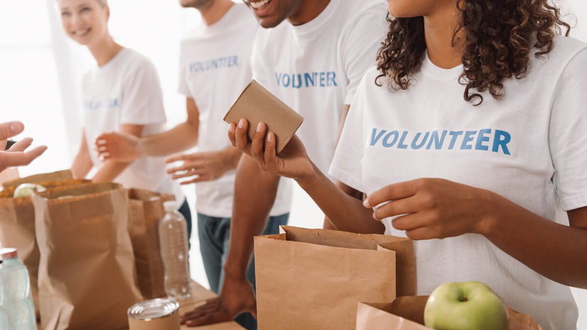 5 Benefits of Incorporating a Day of Service in Your Company